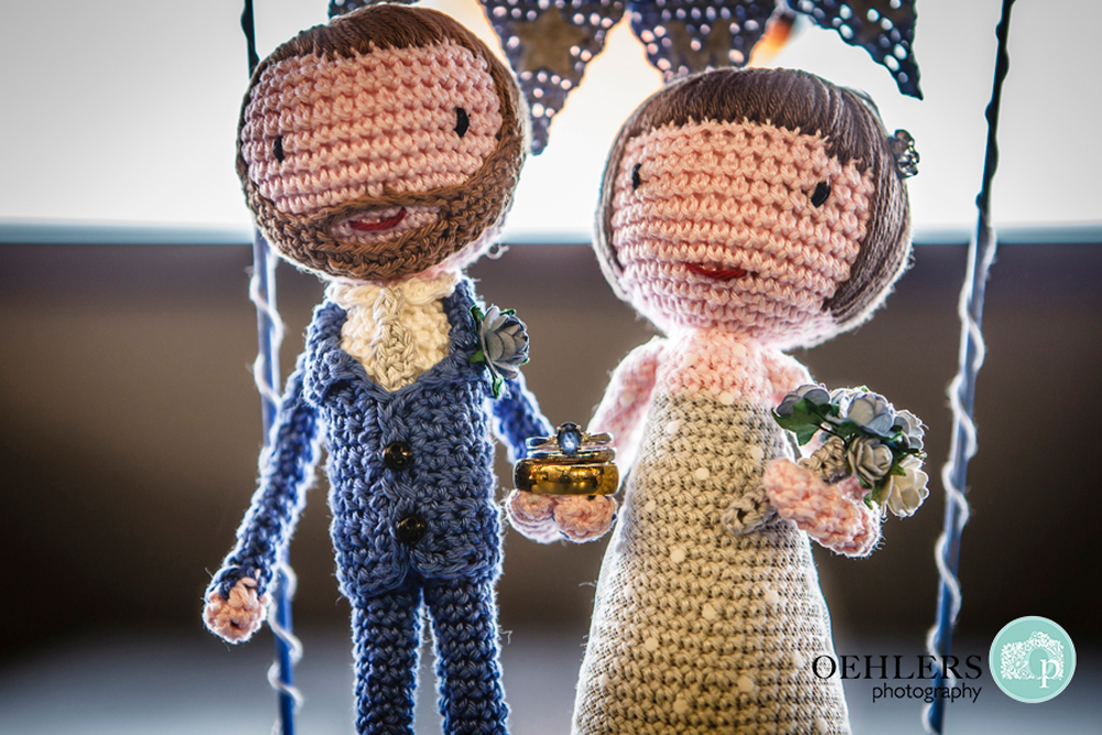 crocheted bride and groom cake toppers