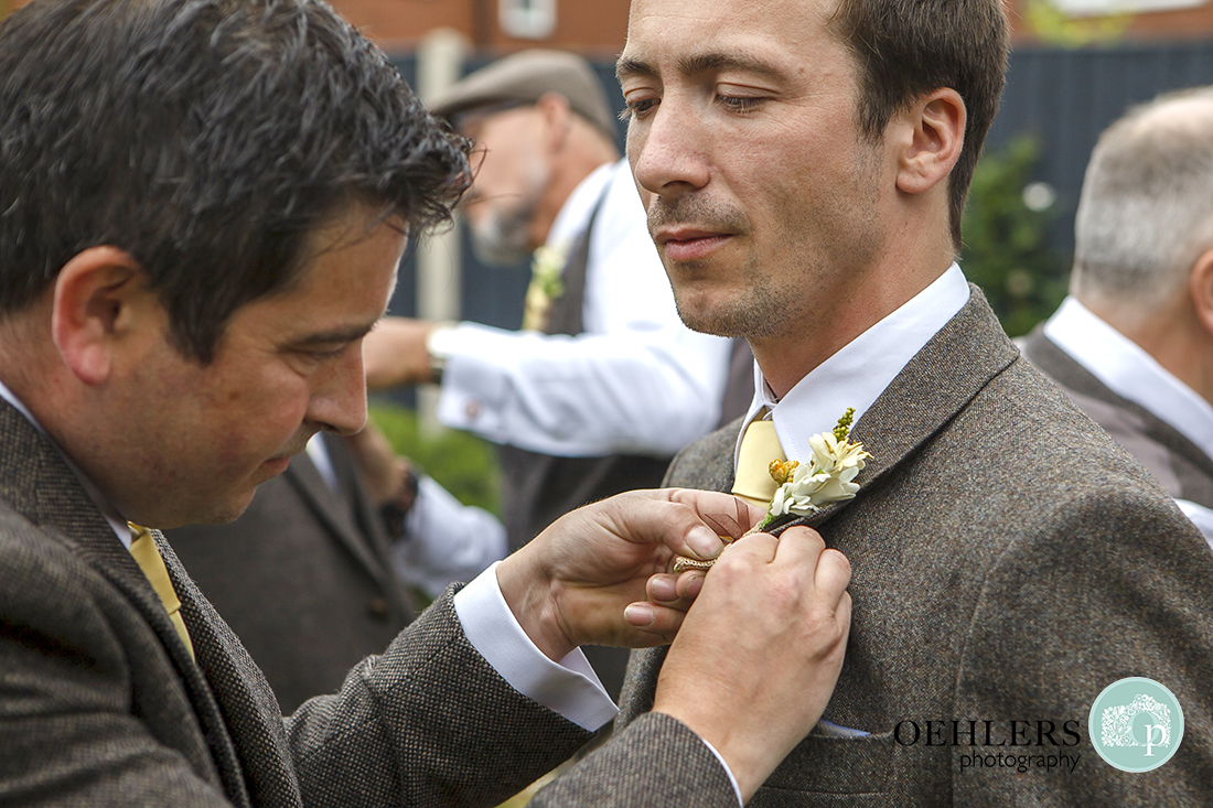 Putting buttonholes on